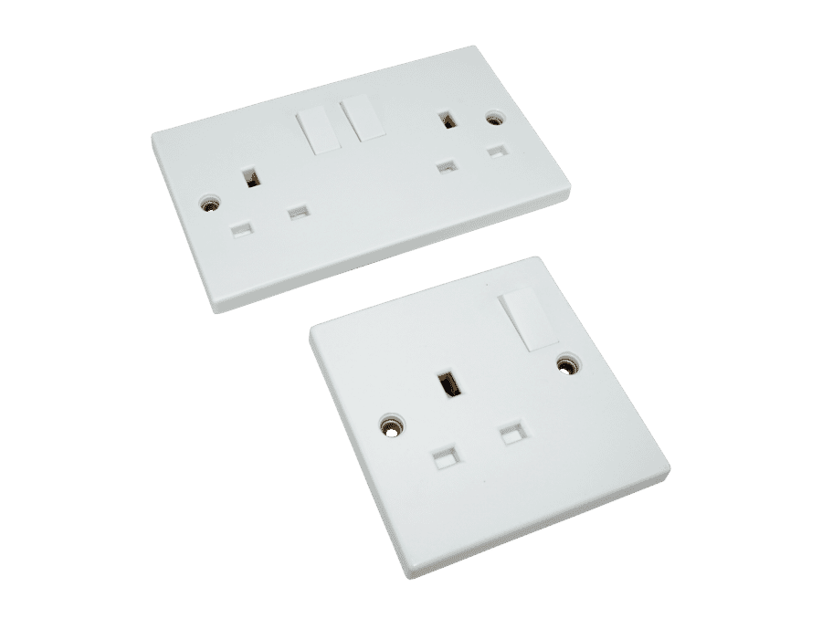 13A Switched 3 Pin UK White Plastic Mains Socket